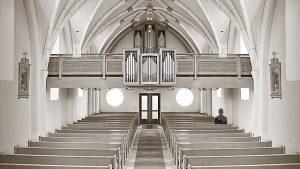 Dämon in Kirche